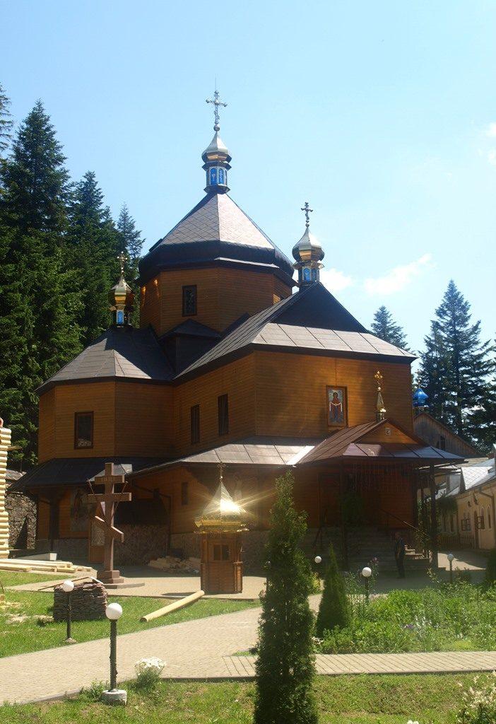 Манявський-монастир06
